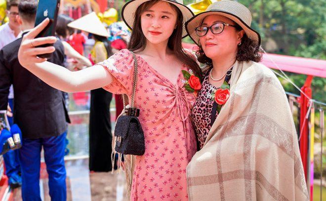 Cầu kính Mộc Châu chính thức khánh thành thu hút hàng trăm du khách. 6