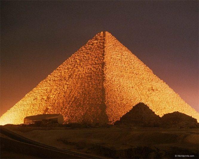 Đại kim tự tháp Giza.
