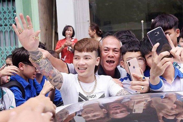 Sau khi tung video đốt xe, Khá Bảnh bị Công an Bắc Ninh bắt giữ.4