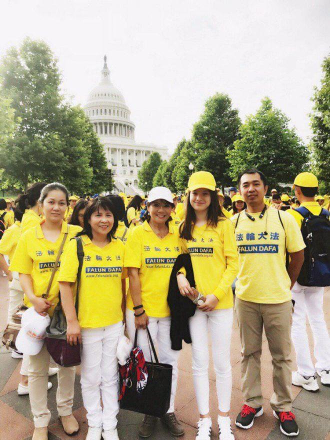 Hoa Ưu Đàm nở rộ trong một gia đình người Việt tại Mỹ.5