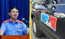 Ô tô dán hình Nguyễn Hữu Linh diễu hành trên phố