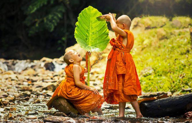 Hành thiện vui nhất là không cầu người biết, thi ân kỵ nhất là đợi được đáp đền - H2