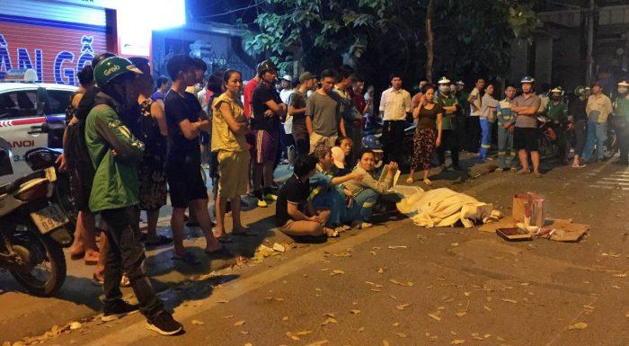 Nữ công nhân quét rác đêm bị xe 'điên' tông chết, cậu con trai lớp 9 ôm thi thể mẹ gào khóc - H3