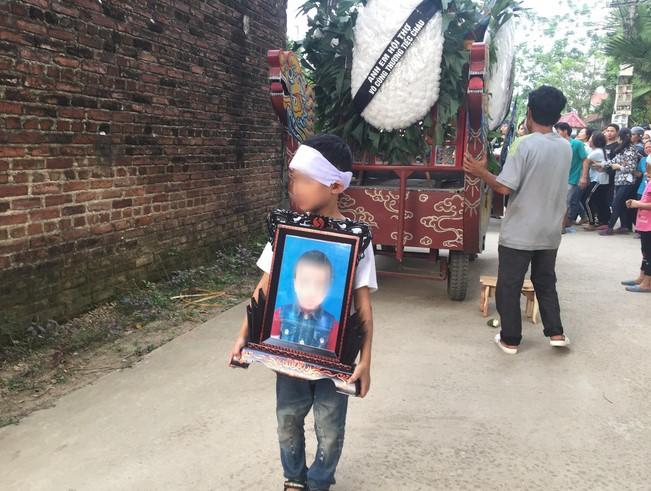 Giết cháu trai 8 tuổi rồi giấu xác, sau đó còn mời bố nạn nhân ăn bắp