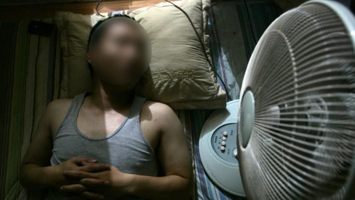 Tử vong chỉ vì bật quạt thốc thẳng vào người khi ngủ, đâu là lưu ý cần phải biết? 1