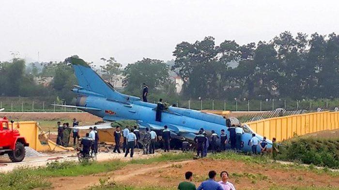 Yên Bái: Su 22 gặp nạn khi hạ cánh, phi công may mắn thoát nạn.1