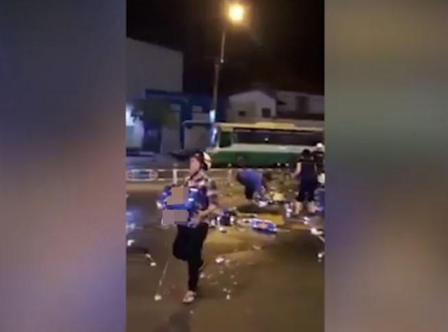 """Sài Gòn: Hàng chục người lao vào """"hôi bia"""" giữa quận 1, tài xế buồn bã bỏ đi - H2"""