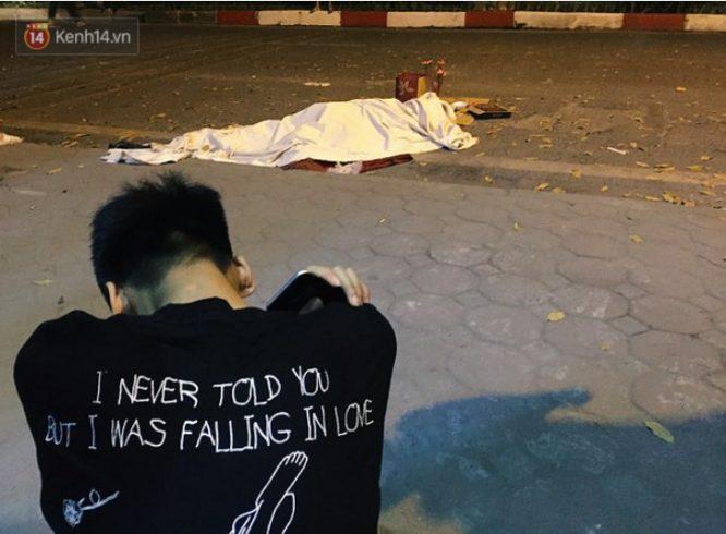 Nữ công nhân quét rác đêm bị xe 'điên' tông chết, cậu con trai lớp 9 ôm thi thể mẹ gào khóc.1