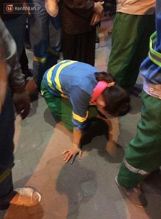 Nữ công nhân quét rác đêm bị xe 'điên' tông chết, cậu con trai lớp 9 ôm thi thể mẹ gào khóc.4