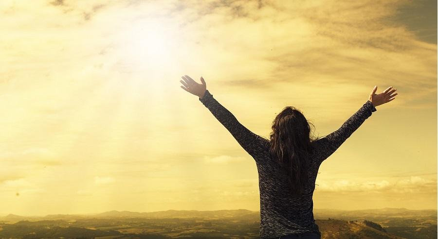 Theo đuổi hư danh chỉ làm ta thêm khổ, sống thật với mình mới hạnh phúc biết bao