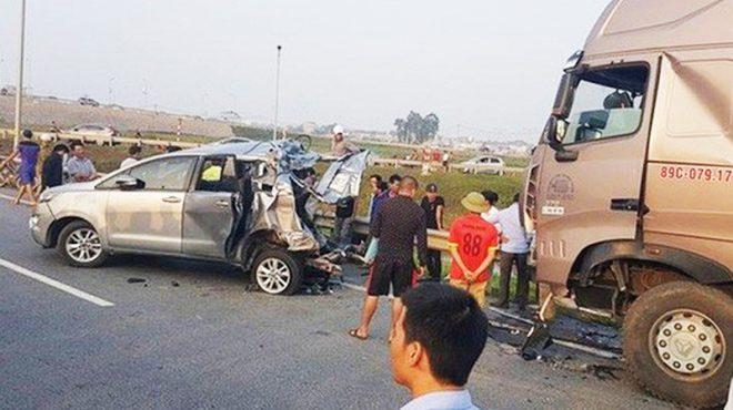 Tạm giam thêm 90 ngày tài xế container đâm xe Innova đi lùi trên cao tốc.4