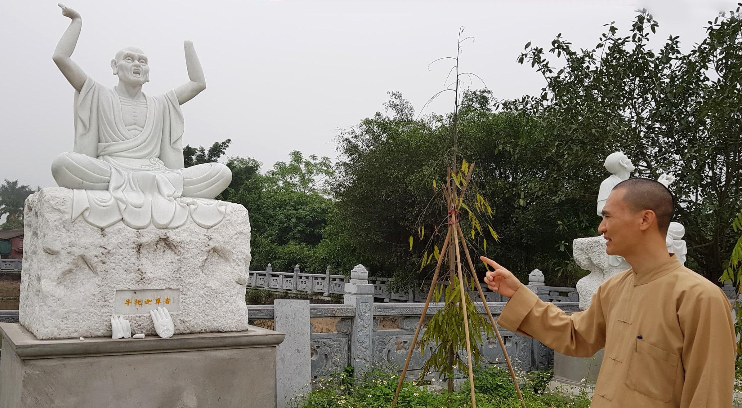 18 tượng La Hán bị kẻ gian đục phá, vặt tai, bẻ tay chân