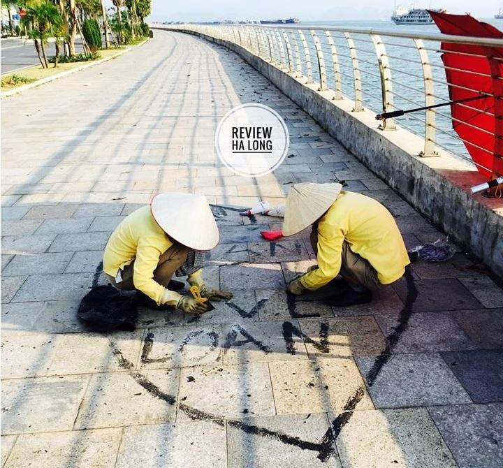 Cặp đôi thể hiện tình yêu trên vỉa hè, 2 nữ công nhân vất vả tẩy hình vẽ bậy giữa nắng gắt - H1