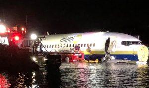 Máy bay Boeing 737 lao xuống sông, 143 hành khách đều sống sót