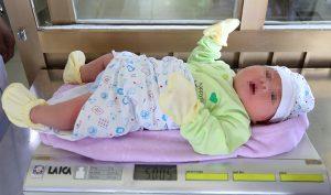Quảng Ninh: Bé trai vừa chào đời đã nặng hơn 5 kg