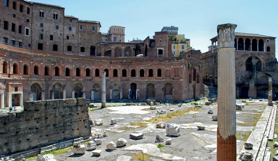 Được xây dựng từ năm 100 đến 110 sau Công nguyên, Trajan's Market, xây dựng từ năm 100-110 SCN, được cho là trung tâm mua sắm được bảo hiểm đầu tiên trong lịch sử. Hiện nơi này là khu vực hợp khảo cổ.(Hình ảnh qua pixabay / CC0 1.0)
