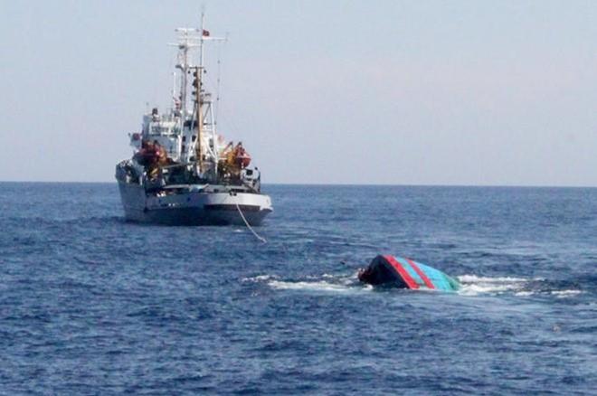 Liên tiếp bị Tàu Trung Quốc tấn công, ngư dân Quảng Ngãi vẫn can trường bám biển.5