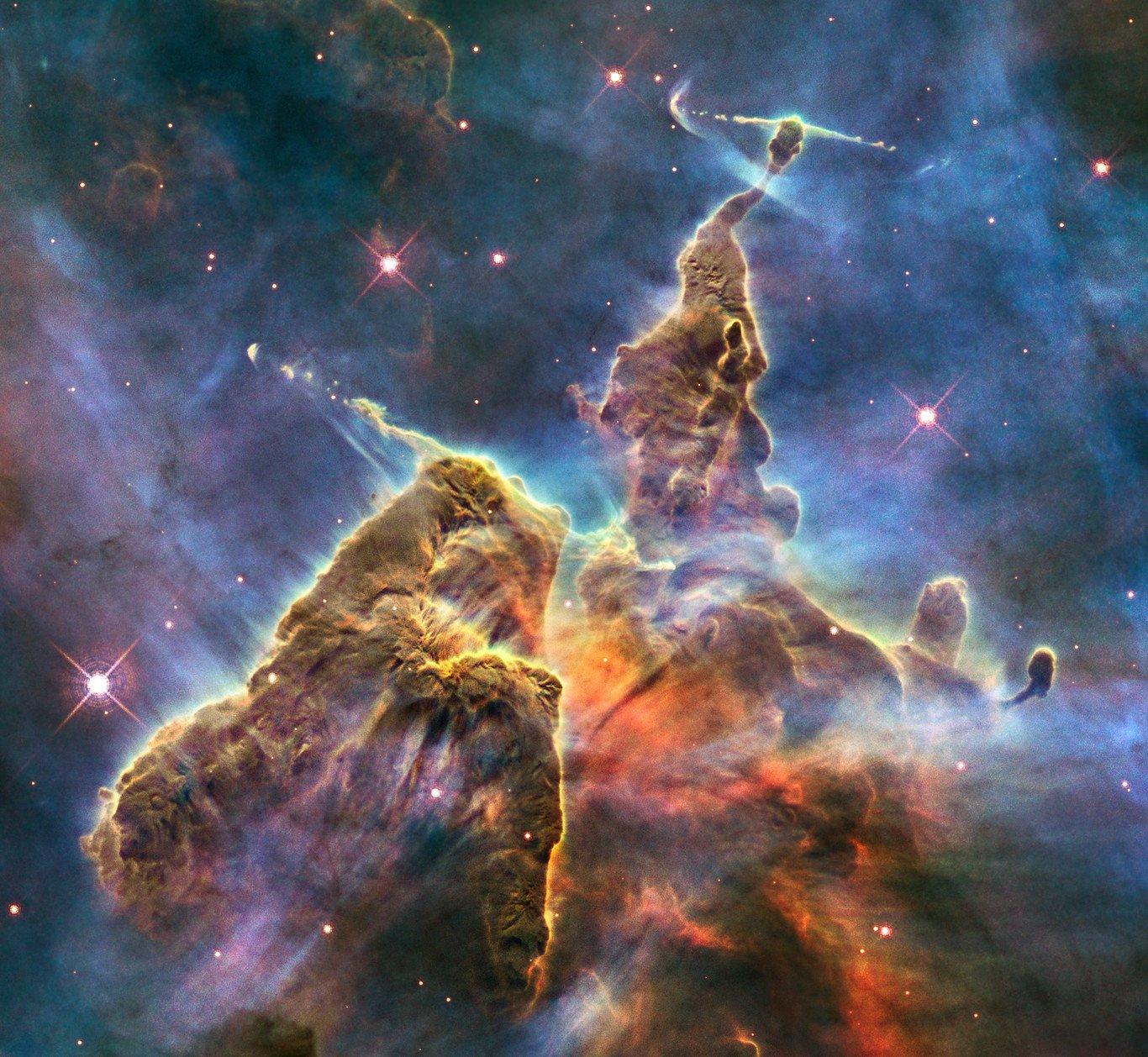 Tinh vân Carina cách Trái đất 7.500 năm ánh sáng. (Ảnh: Hubble Space Telescope)