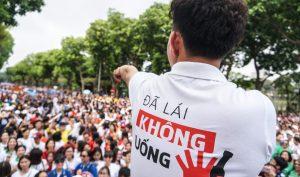"""Hàng ngàn người đi bộ quanh hồ Gươm để lan tỏa thông điệp """"đã uống rượu bia – Không lái xe"""""""