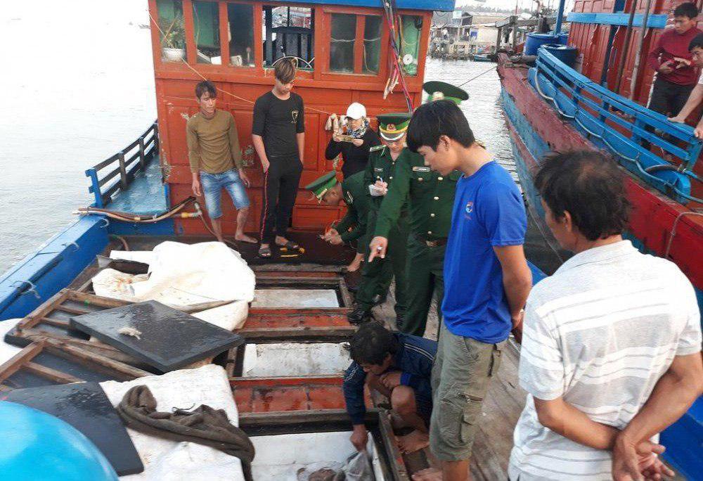 Liên tiếp bị Tàu Trung Quốc tấn công, ngư dân Quảng Ngãi vẫn can trường bám biển.4