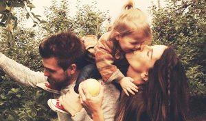 Trải qua năm tháng, mỗi thế hệ đều thấm đẫm vào trong tình yêu thương