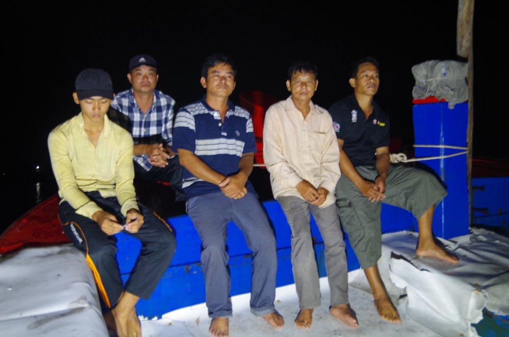 Liên tiếp bị Tàu Trung Quốc tấn công, ngư dân Quảng Ngãi vẫn can trường bám biển.2