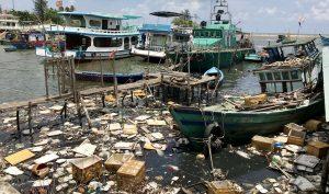 Đảo ngọc Phú Quốc ngập trong biển rác vì sự vô ý thức của người dân