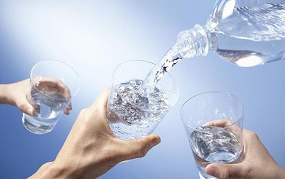 """Uống nước lọc sai cách là tự """"đầu độc"""" bản thân, cực nguy hiểm. Ảnh 1"""