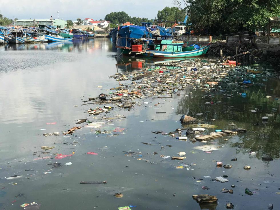 Đảo ngọc Phú Quốc ngập trong biển rác vì sự vô ý thức của người dân 3 - H9