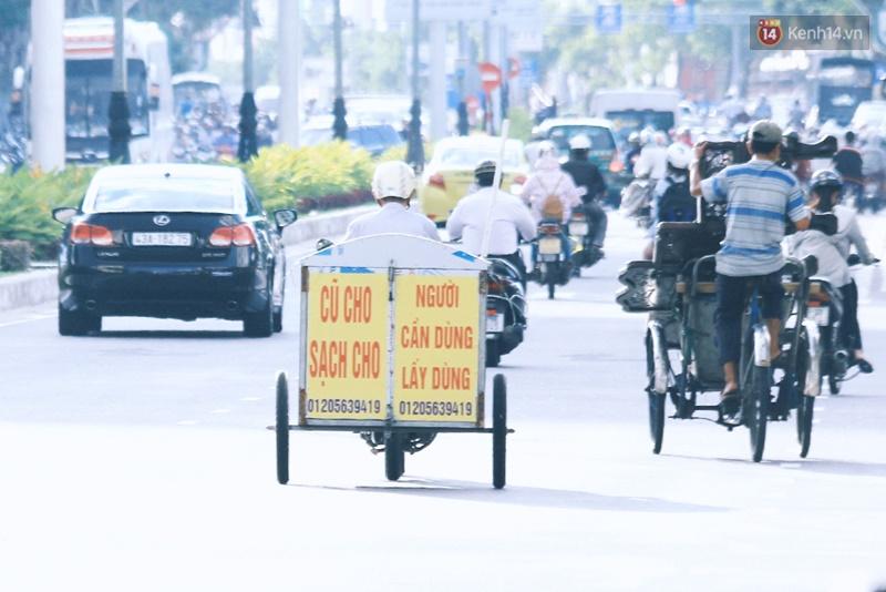 Cụ ông 80 tuổi ngày ngày chạy xe khắp phố gom quần áo cũ tặng người nghèo - ảnh 4