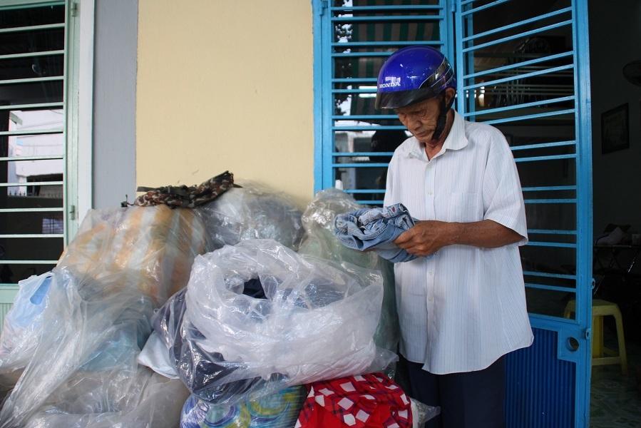 Cụ ông 80 tuổi ngày ngày chạy xe khắp phố gom quần áo cũ tặng người nghèo - ảnh 5