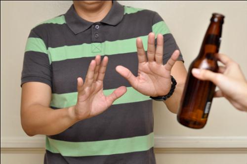 """PGS.TS Lê Quý Đức: """"Văn hóa ép bia rượu là một tập tục lạc hậu và dã man"""" - H6"""