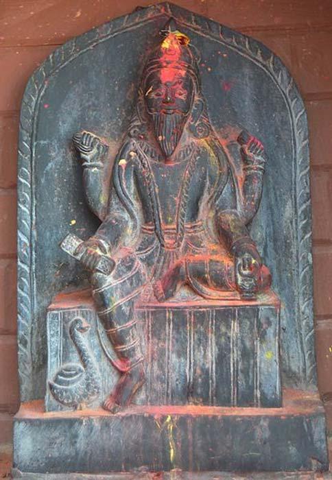 Một bức tượng của Visvakarman, vị thần được mệnh danh là kỹ sư của vũ trụ. (Ảnh: Suraj Belbase/Wikimedia Commons , CC BY-SA)