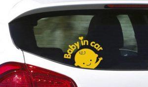 8 điều bạn không nên làm khi có trẻ em trong xe hơi