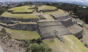 Người Mexico xây dựng các kim tự tháp tròn để làm gì?