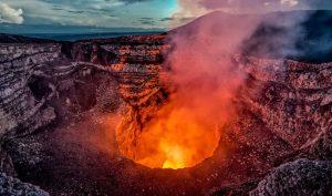 Du khách rơi vào miệng núi lửa đang hoạt động ở Hawaii mà vẫn sống sót