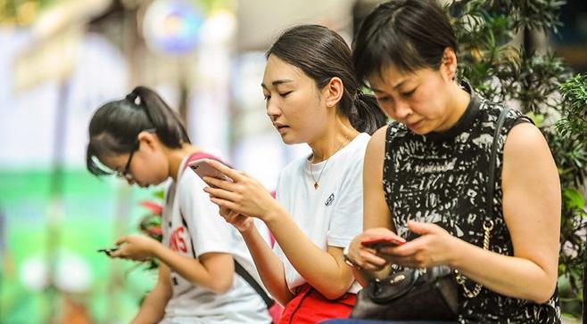 UBND TP HCM đề xuất đánh thuế tiêu thụ đặc biệt đối với điện thoại di động - H1