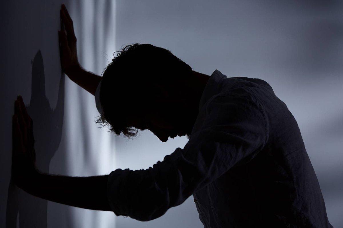 Có mối liên hệ nhân quả giữa sử dụng mạng xã hội và các tác động tiêu cực gây ra trầm cảm và cô đơn. (Ảnh qua British GQ)