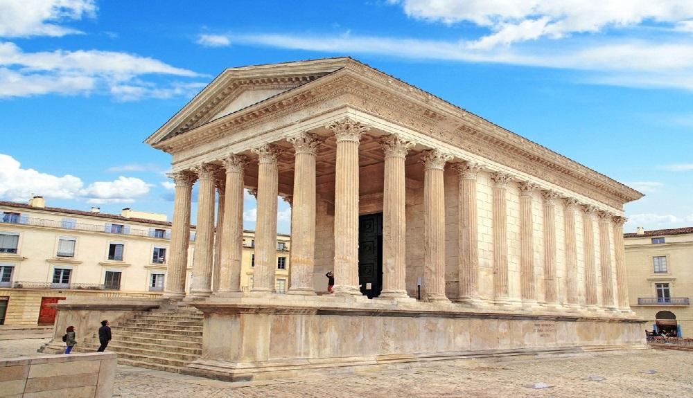 Ngôi đền La Mã Maison Carrée nổi tiếng, được xây dựng từ thế kỷ thứ 1. Có thể người La Mã đã sử dụng công nghệ siêu vật liệu để xây dựng các tòa nhà quan trọng, giúp chúng an toàn nếu có động đất xảy ra. (Ảnh qua MSN.com)