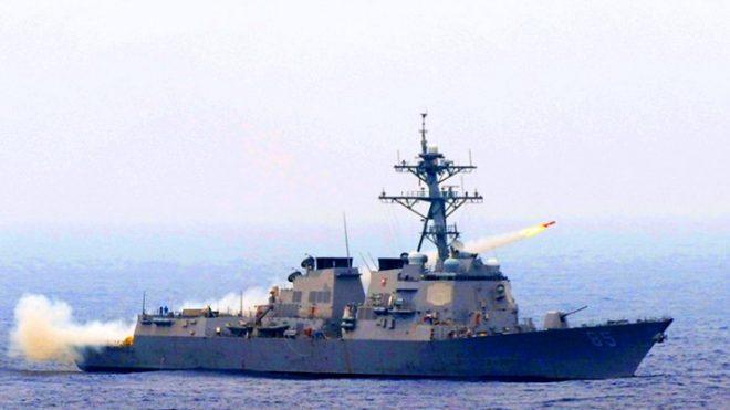 Tàu chiến Mỹ áp sát đảo Gạc Ma, thách thức sự chiếm đóng trái phép của Trung Quốc.1