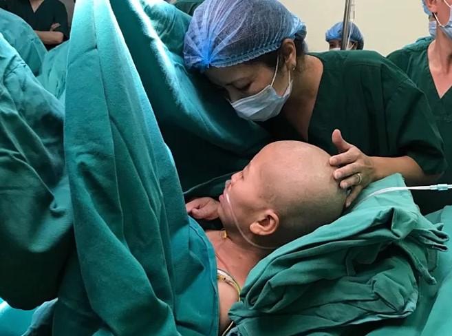 """Sản phụ ung thư vú giai đoạn cuối: """"Em chỉ cần được nhìn con 1 lần…"""" -H4"""