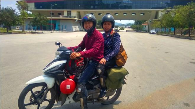 Cả hai có những chuyến đi cùng nhau trên chiếc xe máy khắp mọi nẻo đường