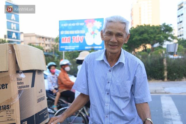 Cụ ông 80 tuổi ngày ngày chạy xe khắp phố gom quần áo cũ tặng người nghèo - ảnh 3