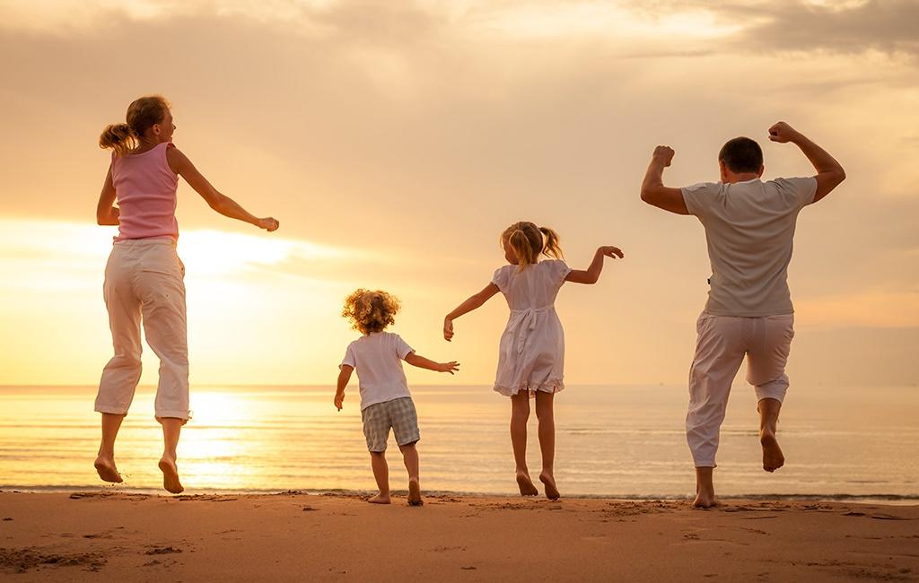 Những người kết nối nhiều nhất với gia đình, bạn bè, cộng đồng... là những người khỏe mạnh và hạnh phúc nhất. (Ảnh qua Inner Engineering)