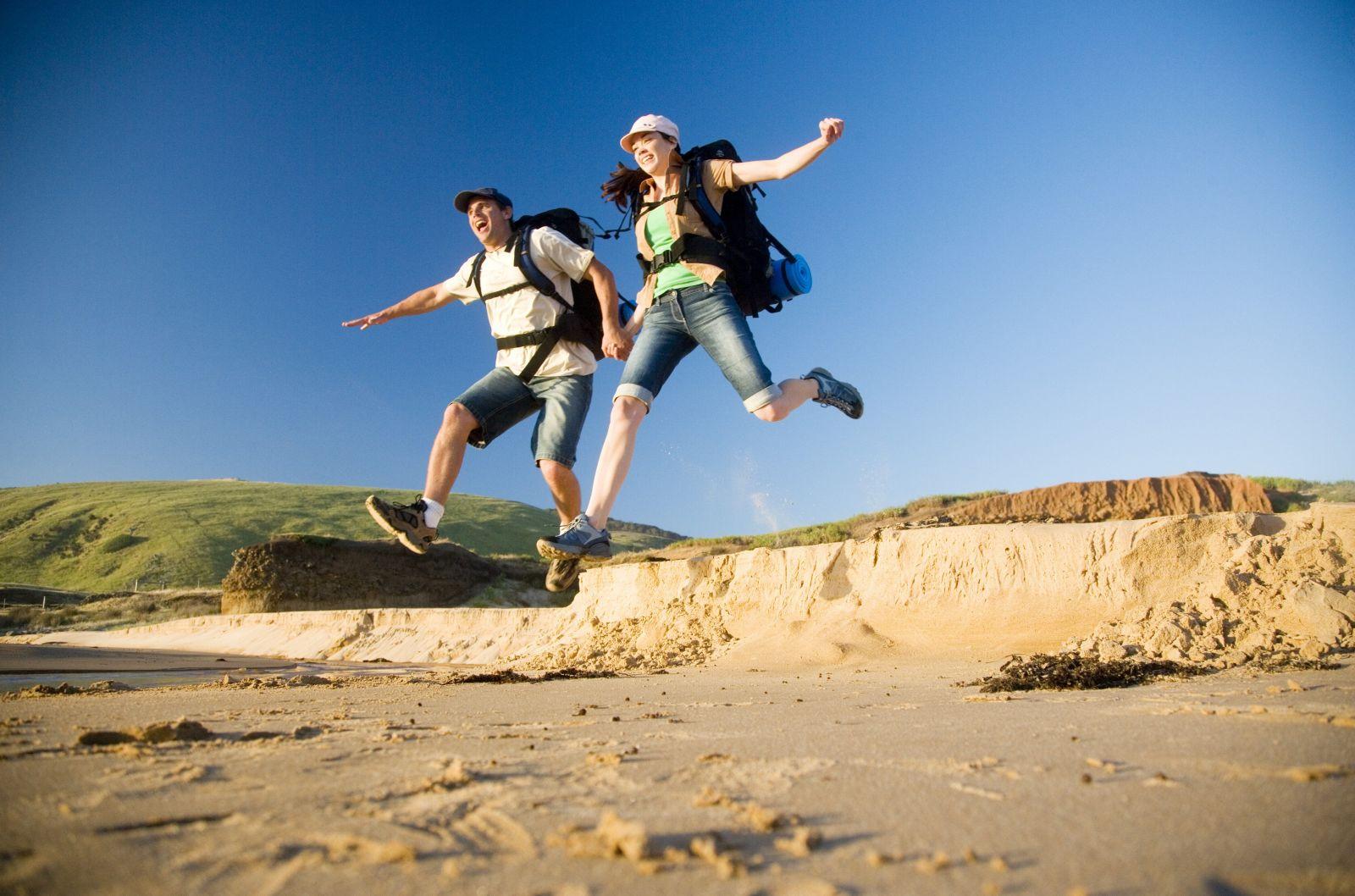Du lịch để trải nghiệm, đó cũng là cách chúng ta có thể làm để kéo dài thời gian. (Ảnh qua buzzntravel.com)