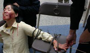 FOX 11: Video mới tiết lộ chính quyền Trung Quốc tra tấn tàn bạo người tập Pháp Luân Công