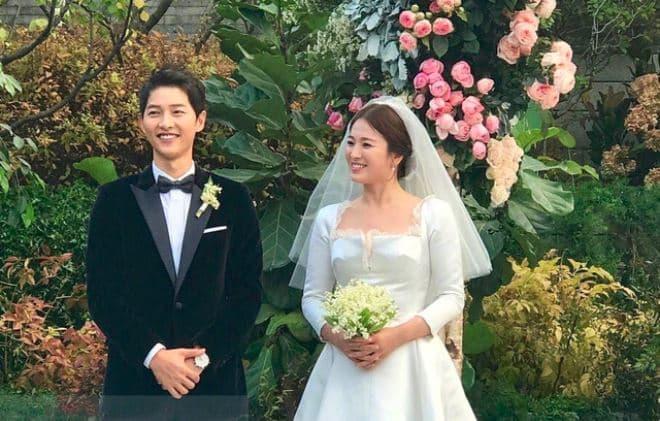 Người hâm mộ nức lòng khi cặp đôi tổ chức đám cưới.