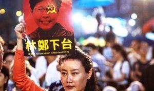 Bình luận viên chính trị: Bà Carrie Lam từ chức là sự lựa chọn không tệ