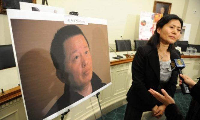 Bà Cảnh Hòa, vợ của luật sư nhân quyền Cao Trí Thịnh trả lời phỏng vấn vào ngày 18/1/2011.  (Ảnh qua www.theepochtimes.com)