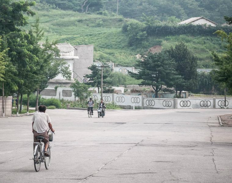 Giao thông ở Triều Tiên. (Ảnh: Michael Huniewicz)